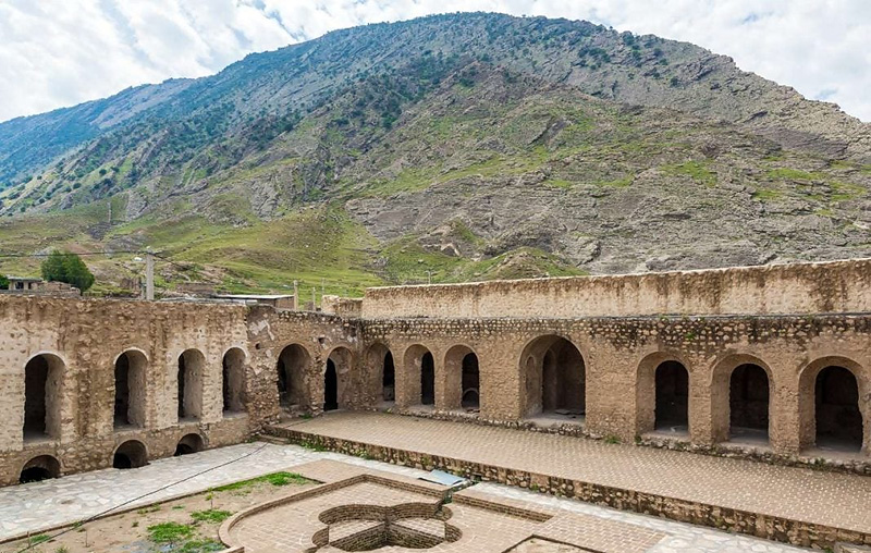Pour Ashraf Castle