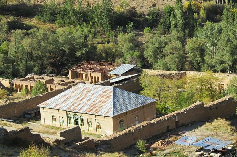 Shahrestanak palace